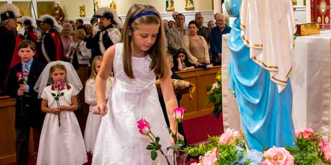 Photo gallery: Crowning Mary